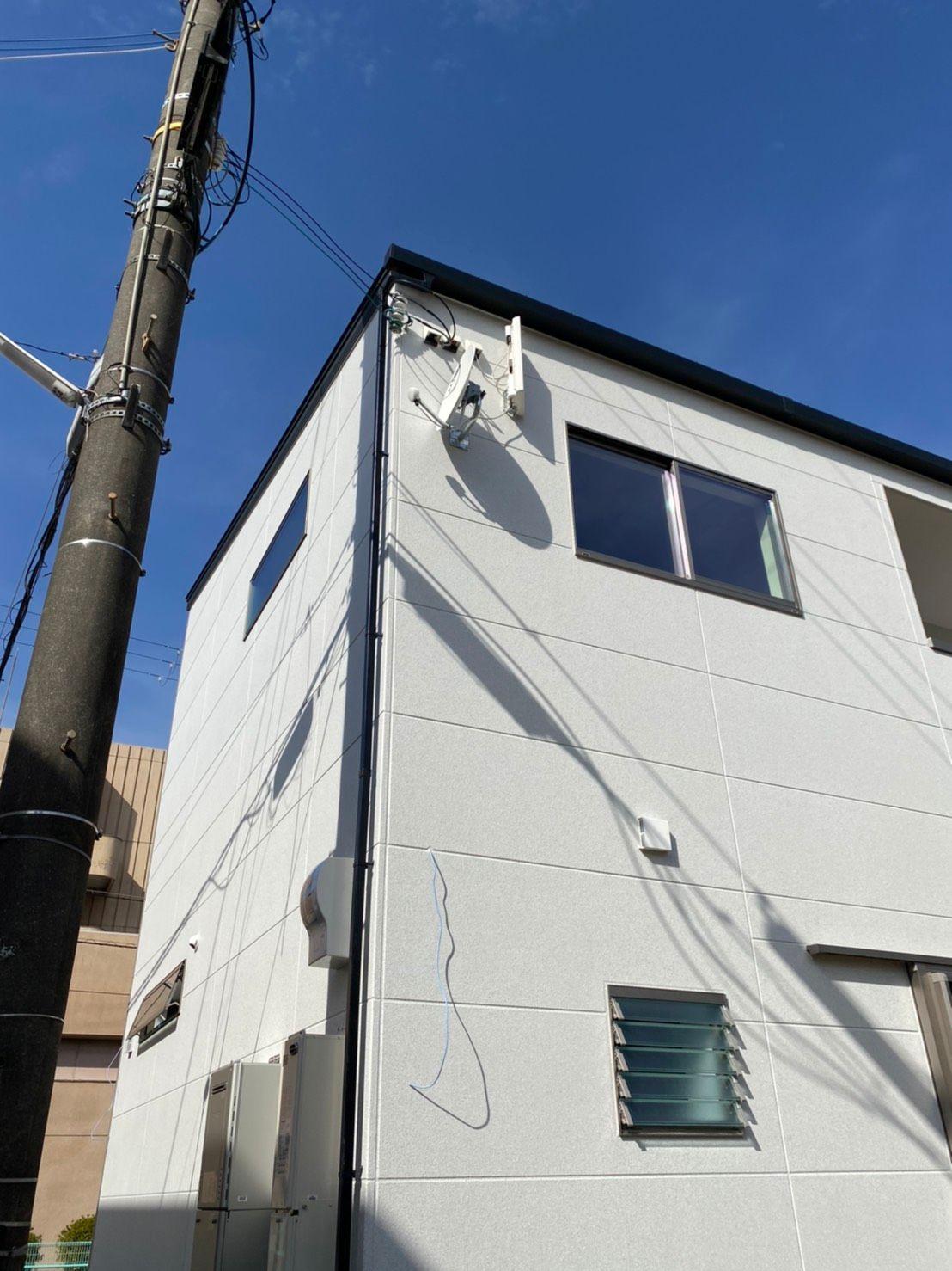 デザインアンテナ(白)BSアンテナ壁面設置(大阪府和泉市)