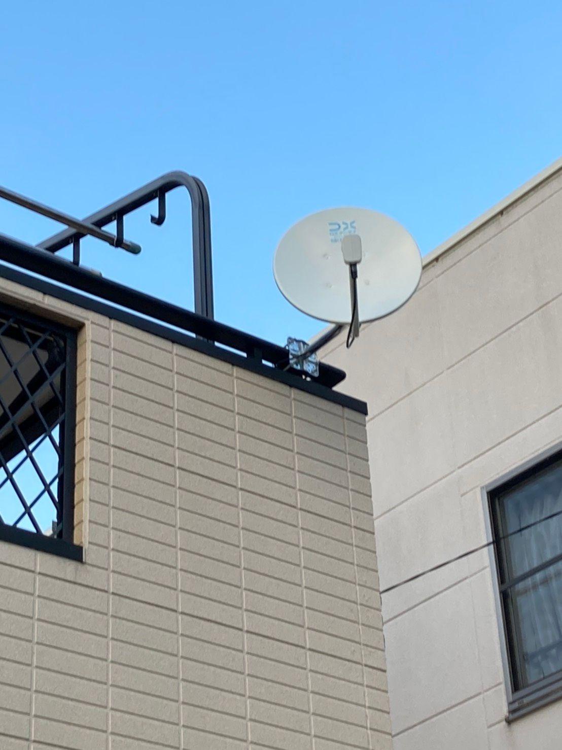 デザインアンテナ(ライトブラウン)壁面設置・4K8KBSアンテナベランダ手摺へ設置(千葉県木更津市)