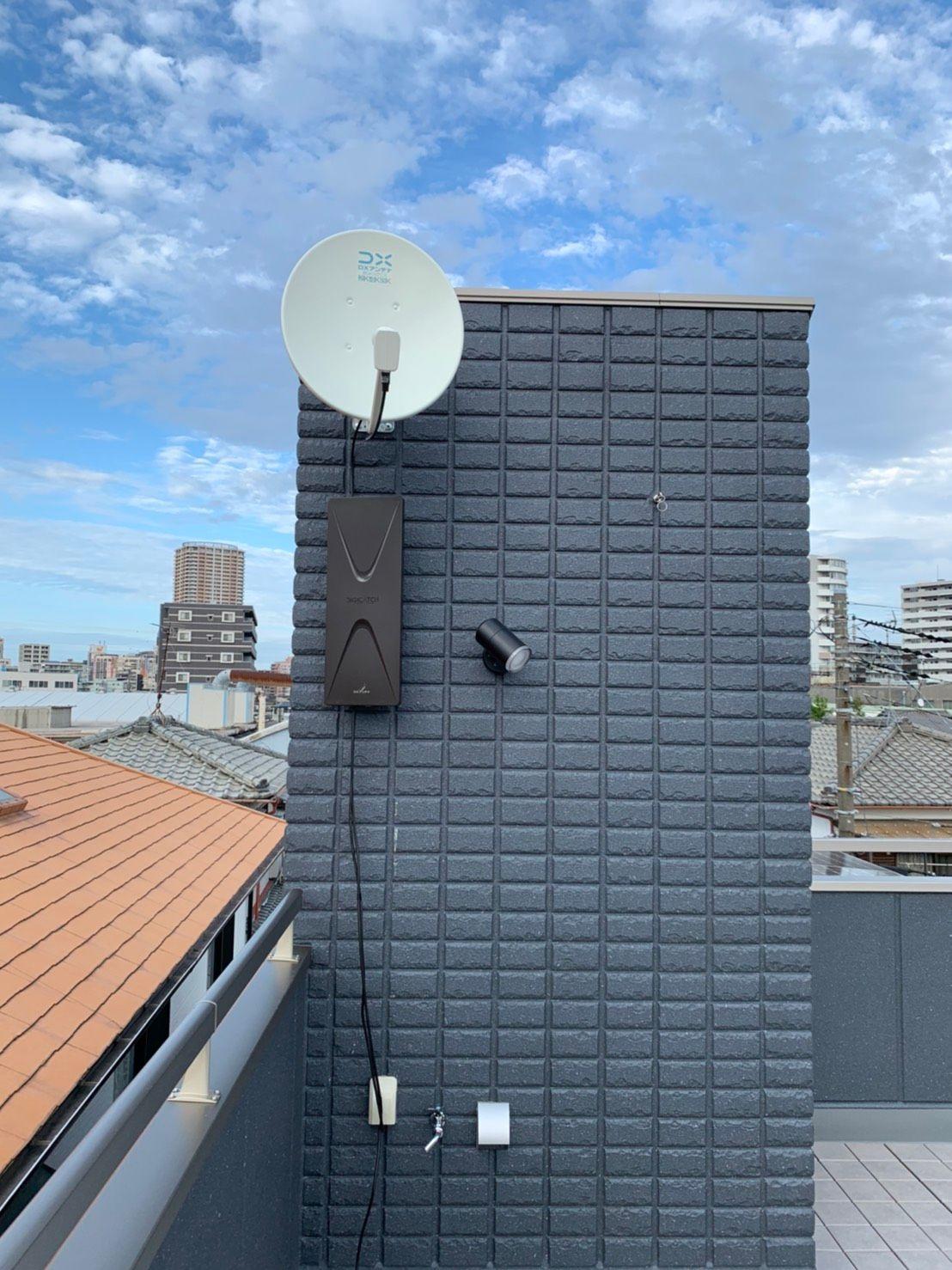 デザインアンテナ黒 、4/8K BSアンテナ 壁面設置(千葉県市川市)