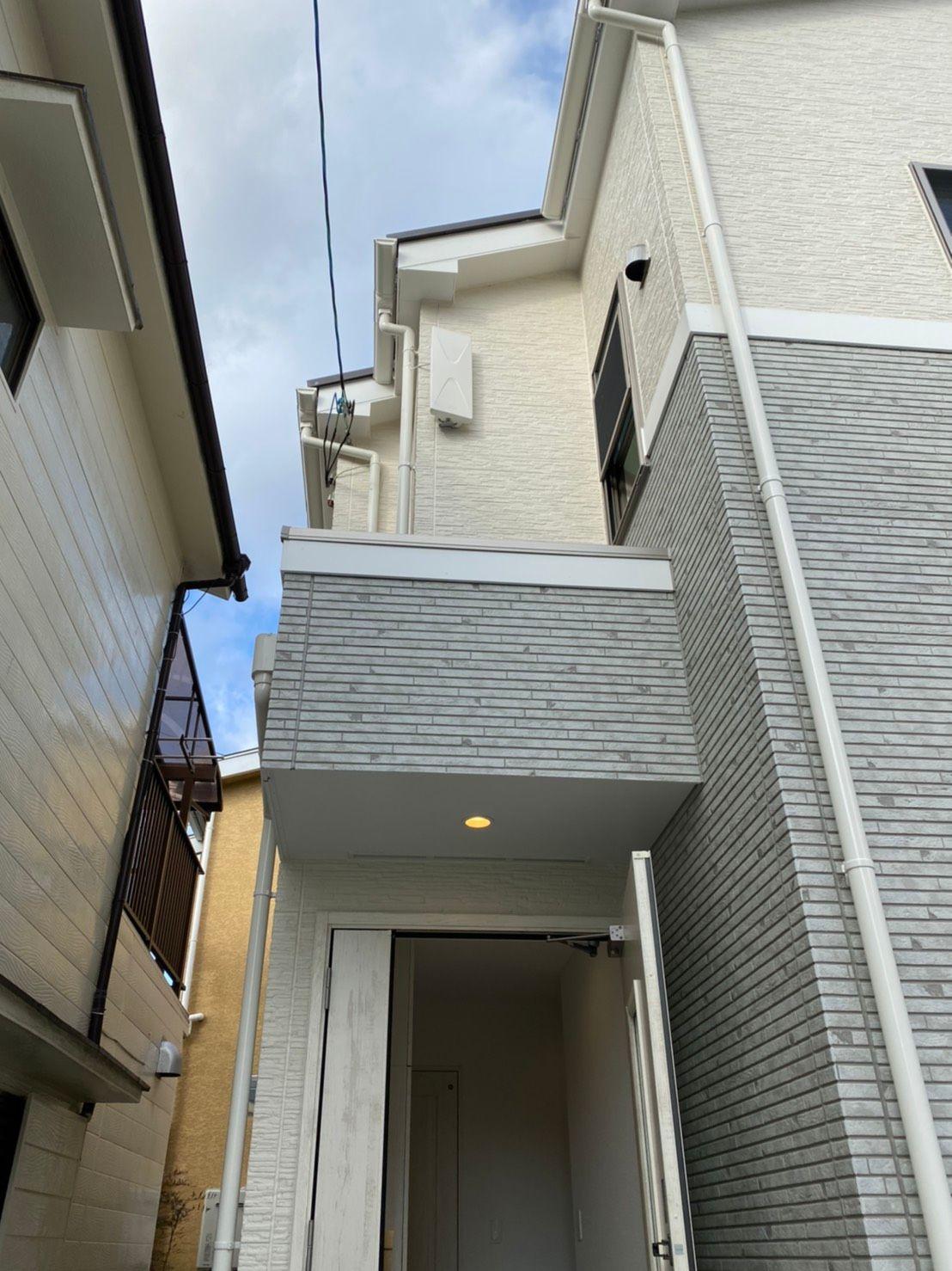 デザインアンテナ(白)壁面設置(大阪府摂津市)