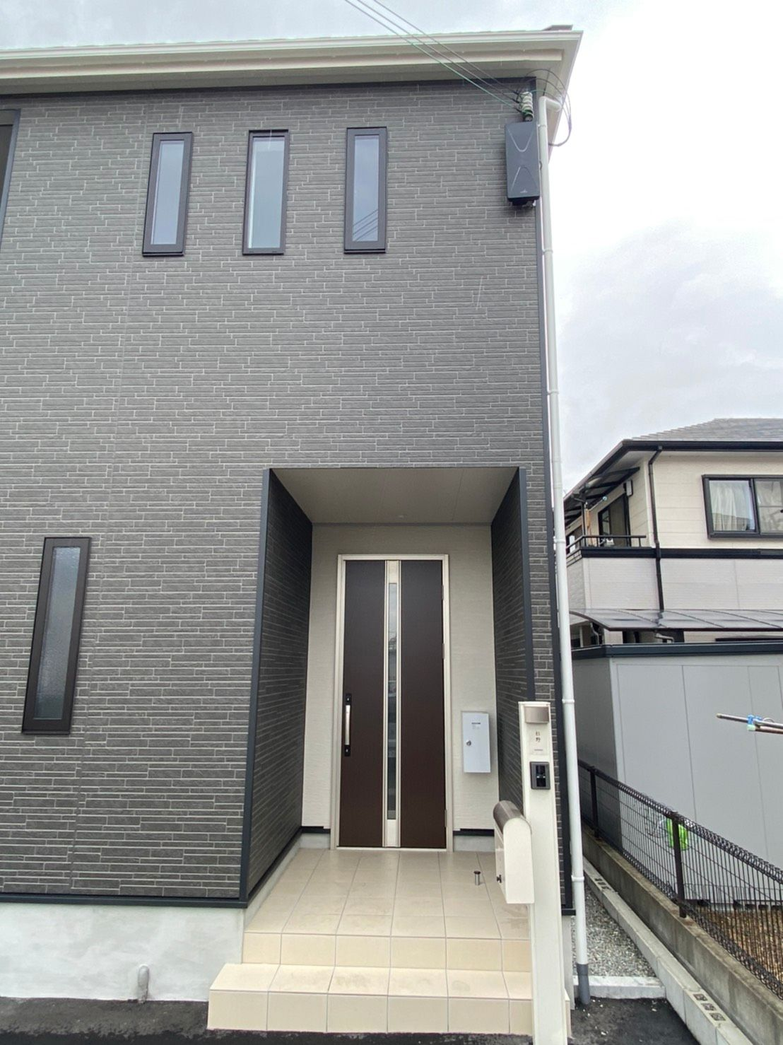 デザインアンテナ黒壁面設置(兵庫県姫路市)
